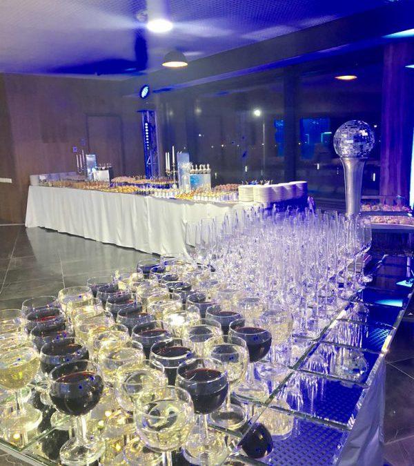 Фуршет на корпоративном вечере в Иннополис в зеркальном стиле, декабрь 2018