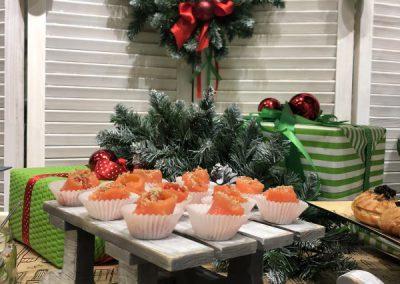 Фуршет с рождественской тематикой на презентации дизайнерского салона, декабрь 2018