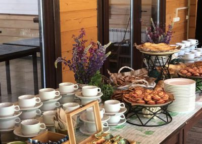 Кофе-брейк на открытом воздухе на семинаре компании, июнь 2019