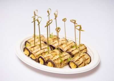 Ассорти рулетиков из баклажан с острым сырным муссом