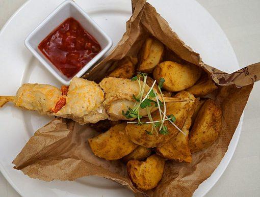 Комбо-набор №2: Шашлычок из куриной грудки и болгарского перца с картофелем печеным – 300 гр.