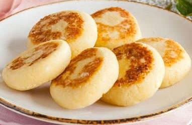 Сырники со сметаной – 200 гр.