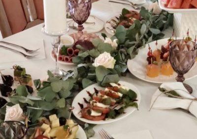 Банкет на семейном ужине по случаю свадьбы, август 2020